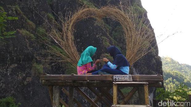 Spot foto indah Tebing Lingga Trenggalek