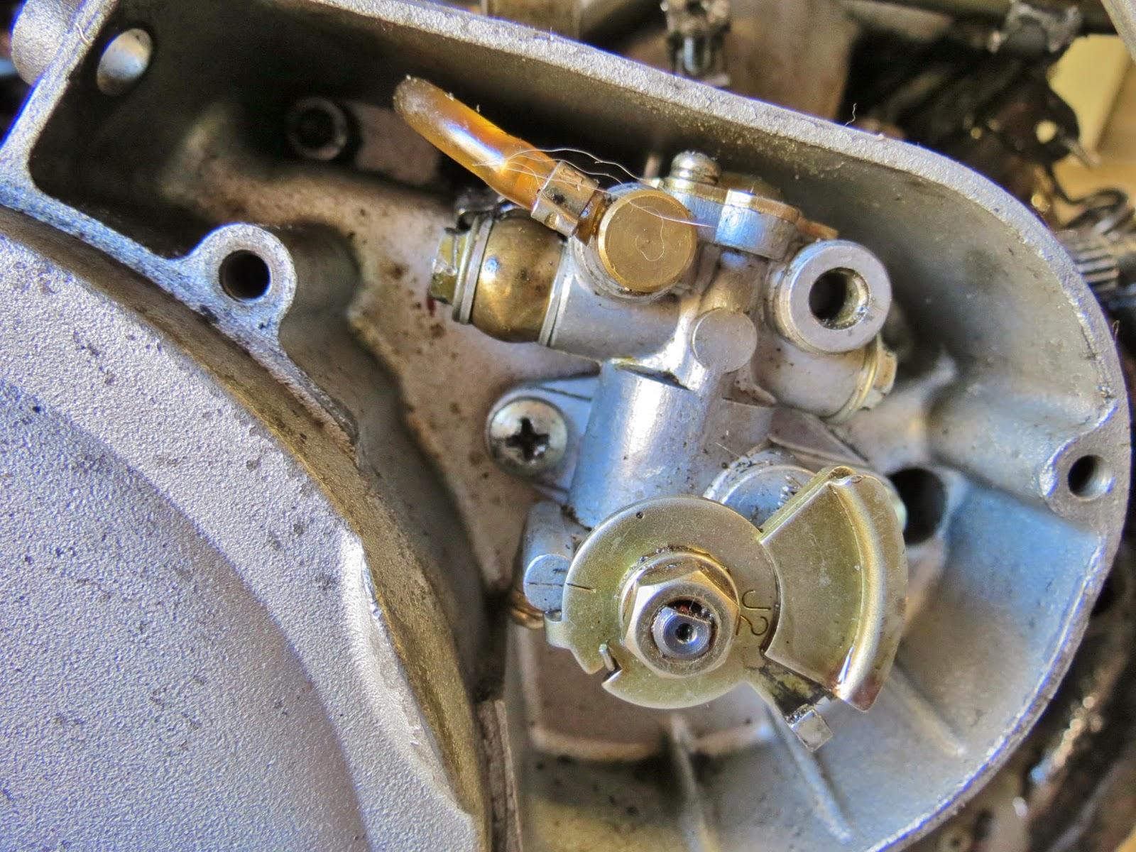 Cagiva Mito 125   Cagiva Mito 125 Oil Pump Test