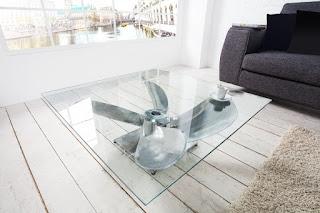 Moderní stolek do obývaku.