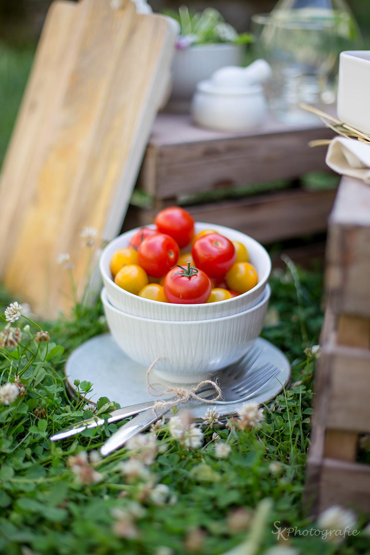 sommerlicher tomaten mozzarella auflauf mit spinat pesto und wildkr uter salat alles und anderes. Black Bedroom Furniture Sets. Home Design Ideas