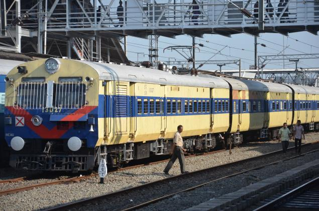 Rail Maniac: KNOW MORE OF THE DMU/EMU/MEMU  HOW DO THEY WORK??