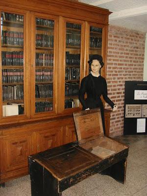Bibliothèque du préau couvert (collection musée)