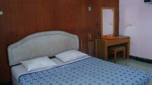 Kamar Hotel murah Papin Inn Pantai Pasir Putih Situbondo Jatim