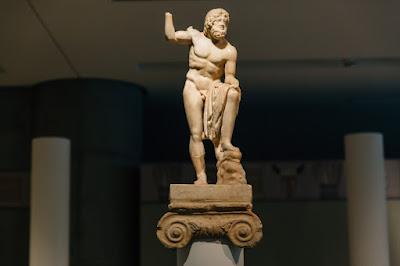 Μέσα στην έκθεση του Μουσείου Ακρόπολης για τα Ελευσίνια Μυστήρια