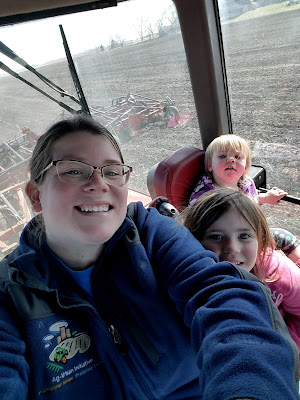 Spring on the Farm:  Farm Kid Edition - Riding in the Tractor during Spring Planting #plant18 #SpringatTheisens #sponsored