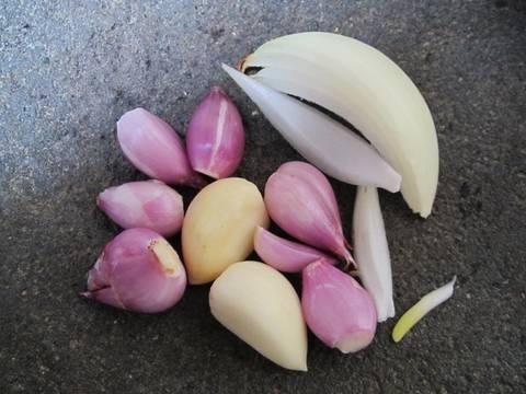 Tips Pintar Mengolah Bawang Merah dan Bawang Putih