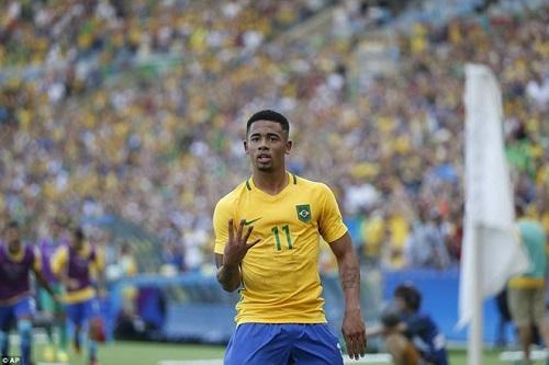 Cầu thủ Jesus trở lại, sát cánh cùng đồng đội Neymar sau một thời gian chấn thương.