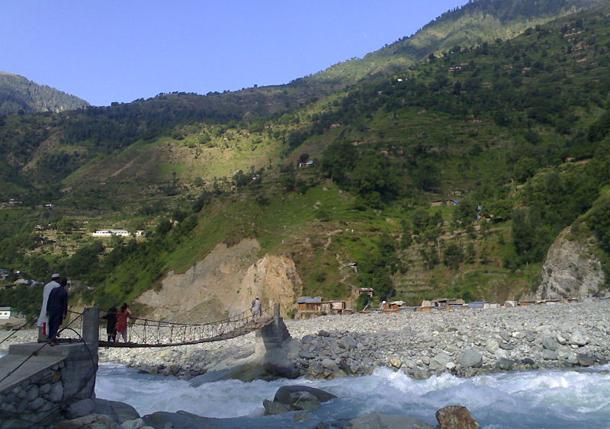 แม่น้ำที่ยาวที่สุดในโลก, แม่น้ำสินธุเป็นแม่น้ำสายหลักในประเทศปากีสถาน นอกจากนี้ยังมีต้นกำเนิดผ่านทางตะวันตกของทิเบตและภาคเหนือของอินเดีย ความยาวประมาณ 3,200 กม.