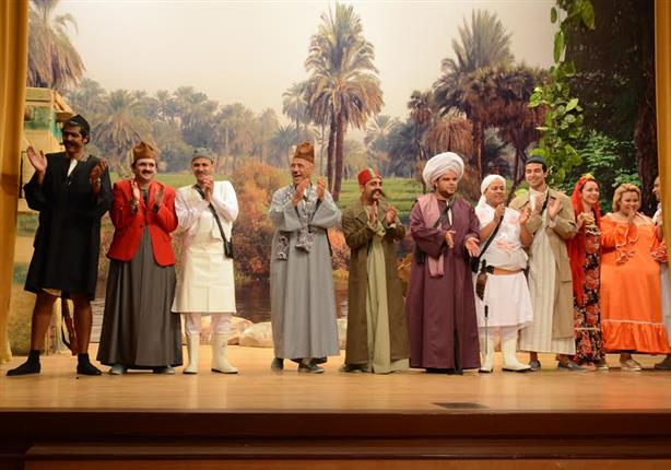 نجوم  - مسرح مصر - يلجأون للسفارة المصرية بالكويت بعد تعرضهم للنصب
