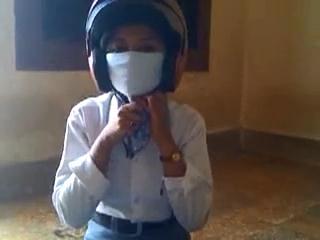 Pelajar SMA Pakai Masker