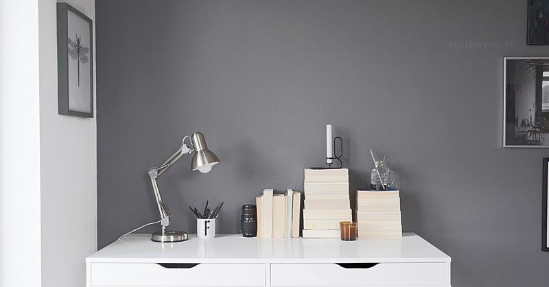 tasteboykott schneller dekotipp b cherstapel auf dem schreibtisch. Black Bedroom Furniture Sets. Home Design Ideas