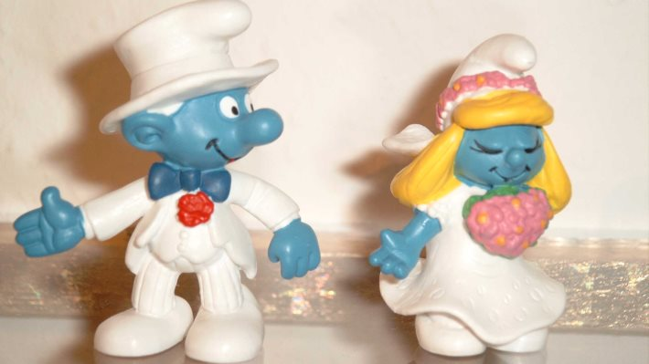 Wallpaper: The bride and groom smurfs