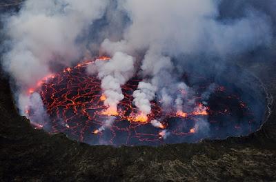 lava-lakes-بحيرات-الحمم