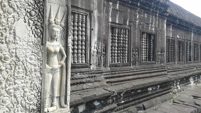 Apsaras y ventanas típicas de Angkor Wat