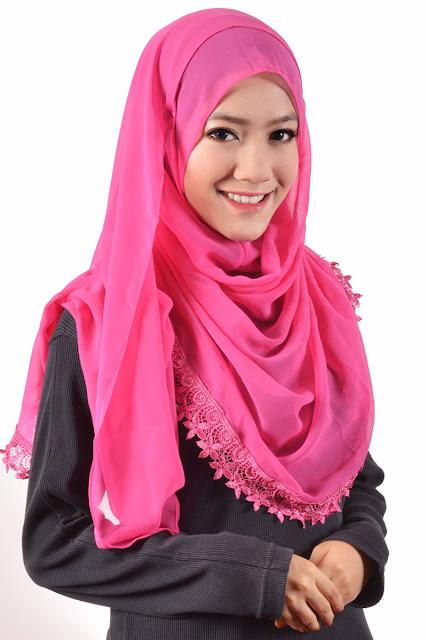 Tampil syar'i dengan hijab segi empat