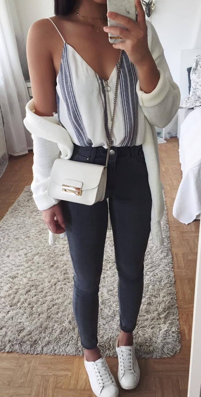 what to wear with a stripped top : bag + white cardi + skinny jeans + sneakers