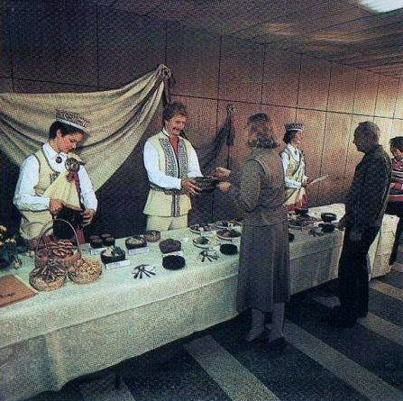 """День латышской национальной кухни (фото из брошюры """"ВЭФ и вэфовец."""