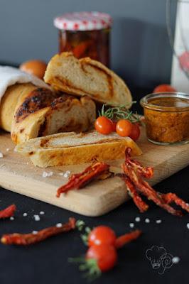 Brot mit Tomatenpesto
