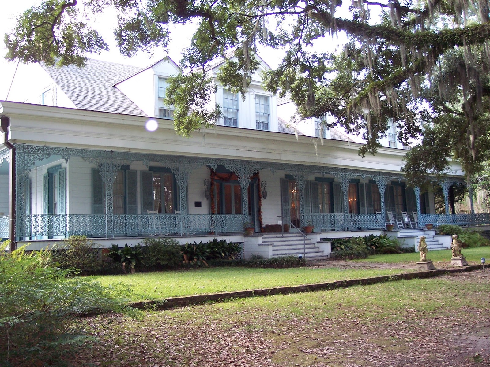 Seeks Ghosts: Myrtles Plantation: Chloe and The Mirror