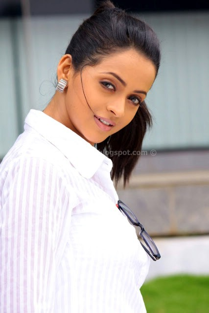Mallu actress bhavana latest pics