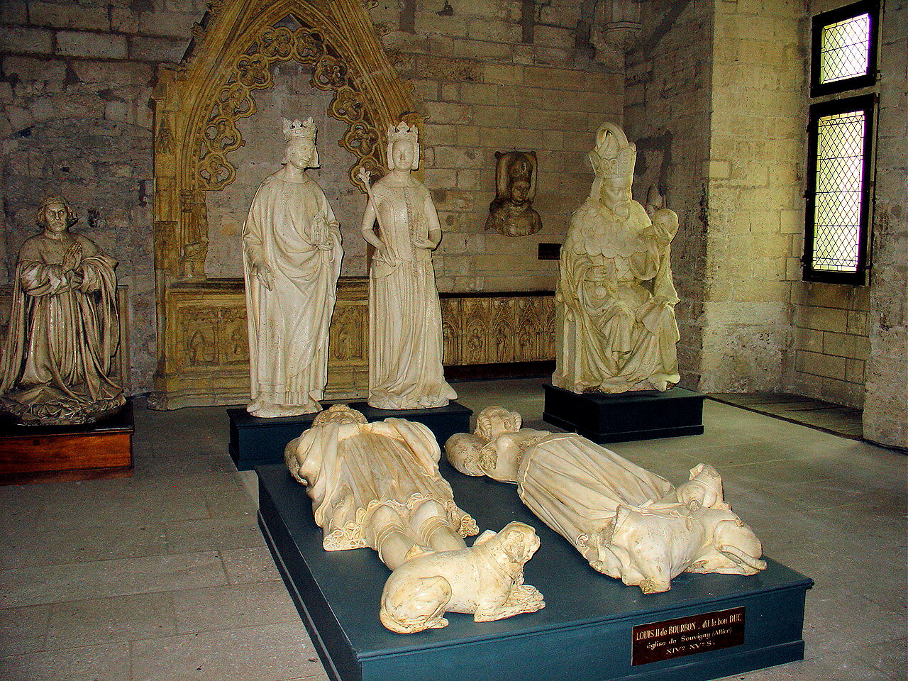 Plaster effigies of prominent figures during the papal rule of the palace.