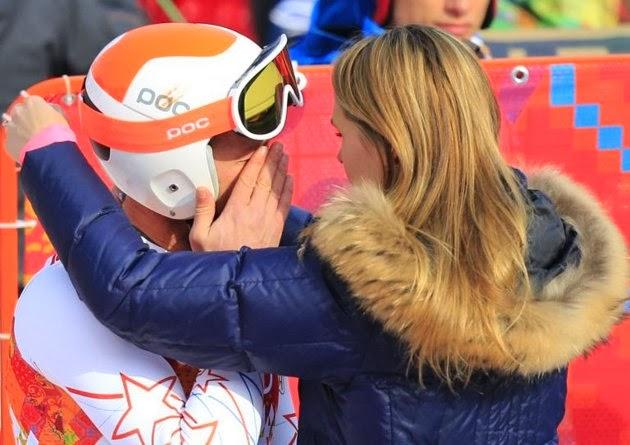 Deportista llorando con su esposa