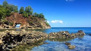 Tempat Wisata di Maluku pantai pintu kota