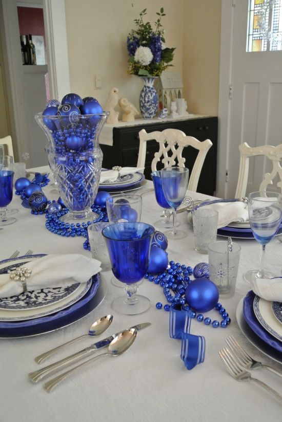 pretty blue and white Christamas party table decoration