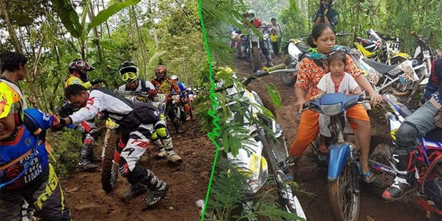 Wow !!!....Foto Ibu Ini Jadi Viral, Lewati Kerumuman Crosser yang Kesulitan Lewati Jalan di Hutan