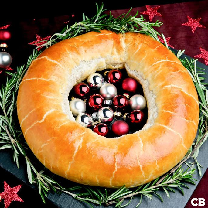 Hartige kerstkrans gevuld met gehakt