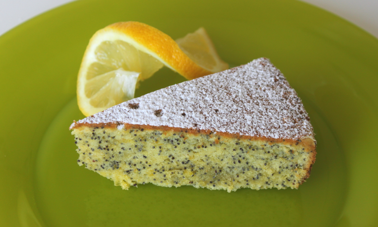 Mama Tommy's: Addicting Lemon Poppy Seed Cake [Lauren]