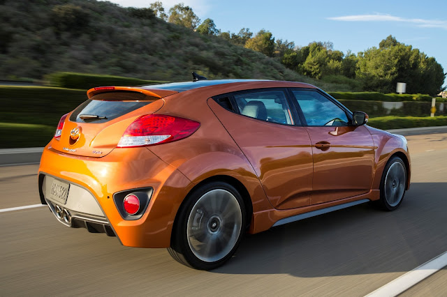 Rear 3/4 view of 2017 Hyundai Veloster Turbo
