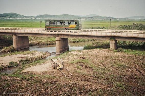 Warga Korea Utara hanya bisa pergi ke kota lain jika sudah mendapat izin terlebih dahulu.