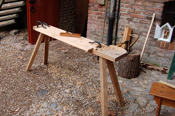 Klein Rood Bankje.St Thomas Guild Medieval Woodworking Furniture And Other