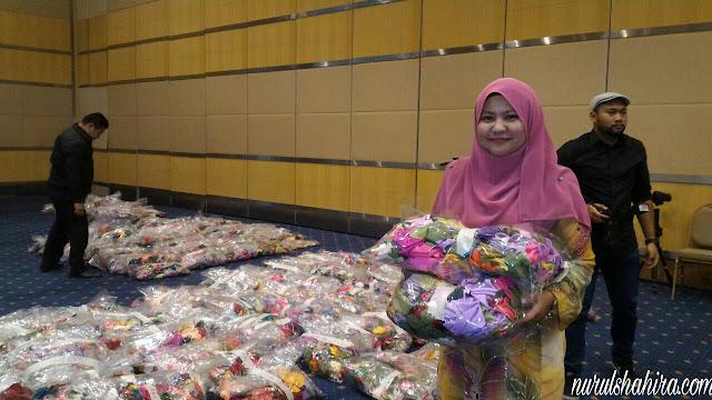 """Program Kiraan Bunga Fabrik Terbanyak bagi Mendapatkan """"Guinness World of Records"""" Sempena PIIACUF 2016"""