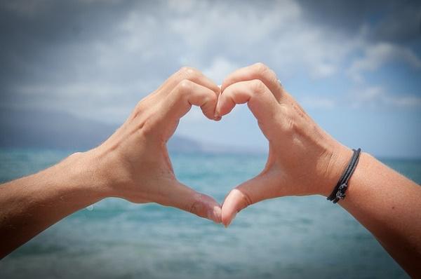 O amor transcende barreiras físicas e temporais