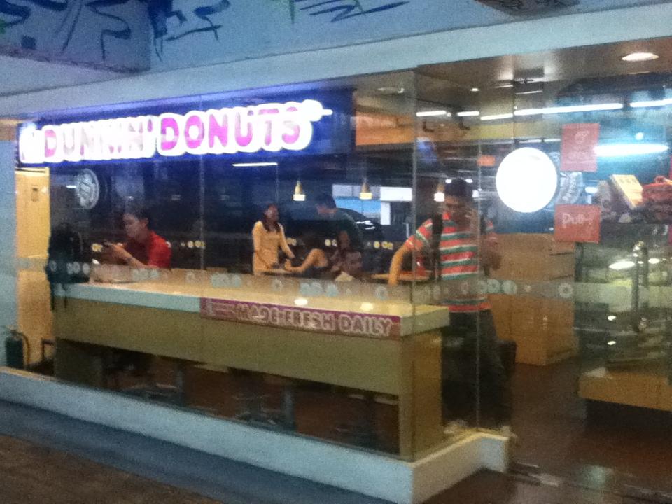 Dunkin Donuts, Dela Rosa Car Park 1, Dela Rosa Street