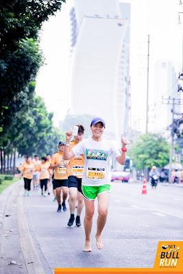 SET BULL RUN งานวิ่งมินิมาราธอนเท้าเปล่าครั้งแรก