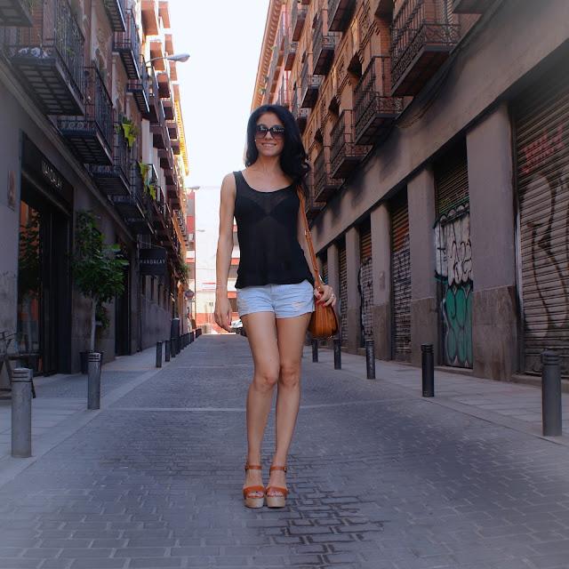 http://www.lacaprichossa.com/2016/07/look-shorts-sandals_13.html
