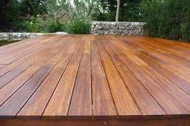 Cara mengkilapkan lantai kayu parket yang kusam.