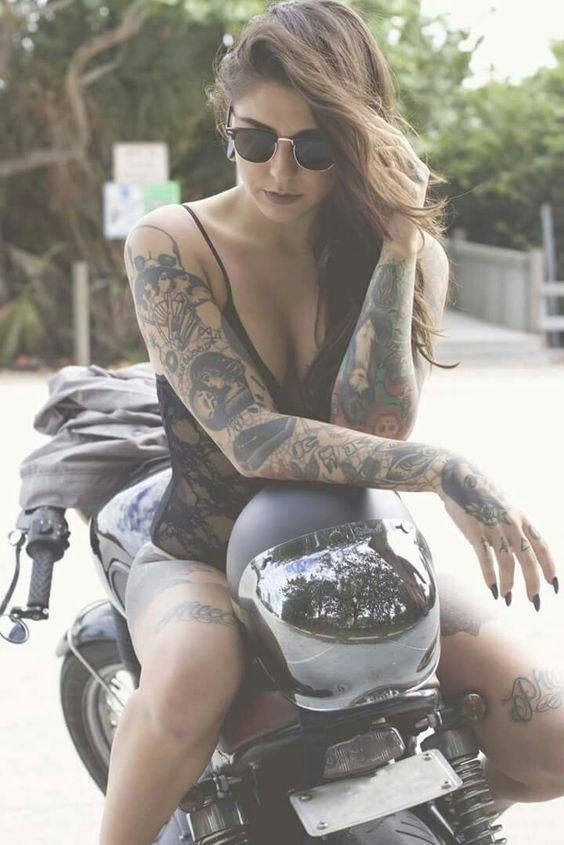 Mulher em moto, Gostosas Tatuada, Woman,Sexy , tatuaje, tatuagem,tattoo,tatoué, tatouage, bike,Motorcycle, sexy on bike, sexy on motorcycle, babes on bike,ragazza in moto,donna calda in moto, femme chaude sur la moto, mujer caliente en motocicleta, chica en moto, heiße Frau auf dem Motorrad, Katze, Frau, sinnlich, Женщина, сексуальная, мотоциклы, сексуальные, бикини