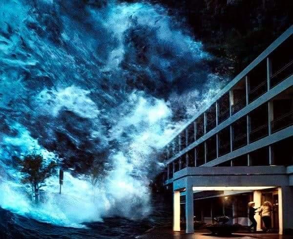 El poderoso huracán Florence esta produciendo olas de 83 pies en mar abierto.