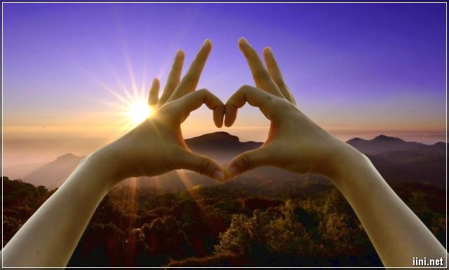 ảnh trái tim được tạo dáng bằng tay