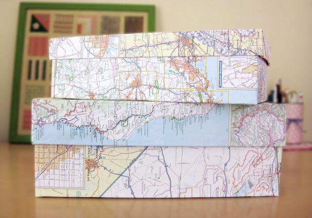 Caixas de presente com estampa de mapas