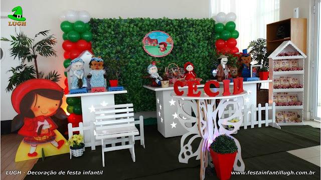 Decoração provençal simples com muro inglês - Festa Chapeuzinho vermelho