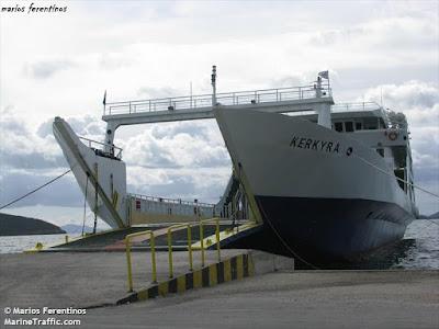 """Ηγουμενίτσα: Ταλαιπωρία για 37 επιβάτες από Παξούς - Κόλλησε ο καταπέλτης του """"ΚΕΡΚΥΡΑ"""""""