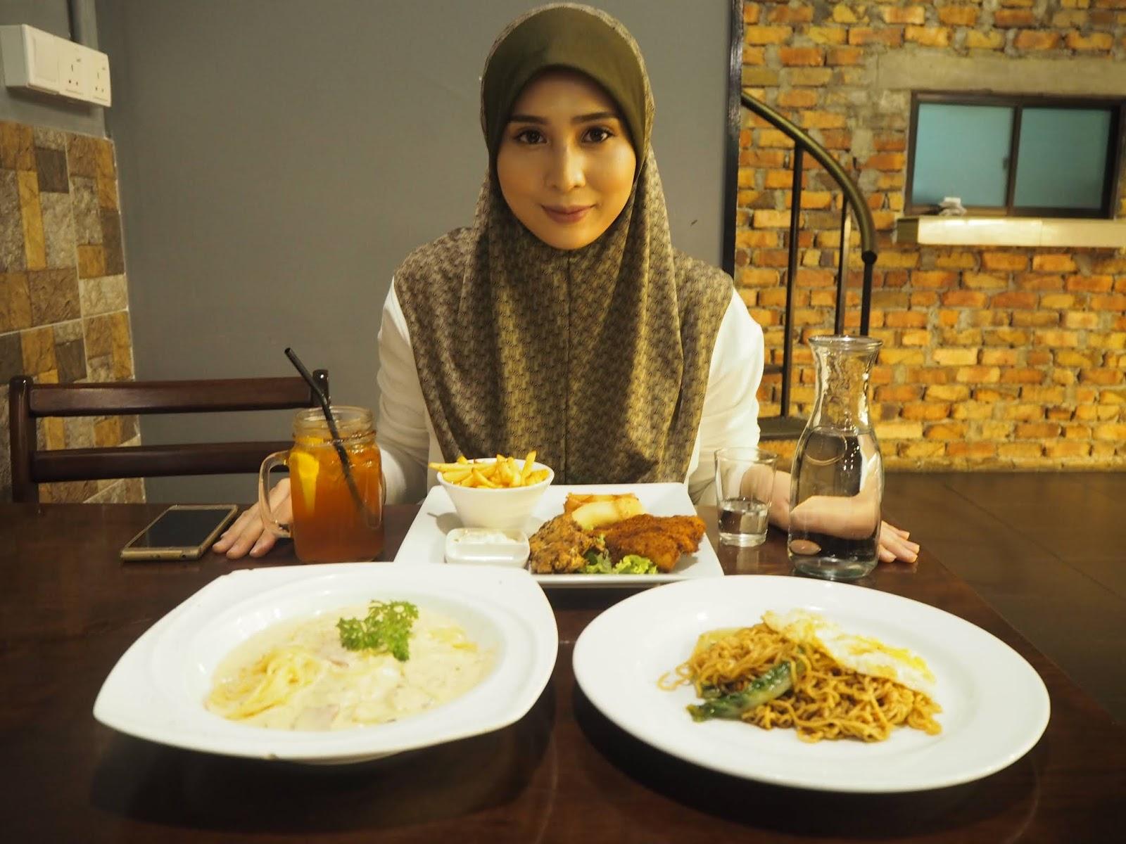 Thirteen Persona Makan Di Blue Cafe Kali Ketiga