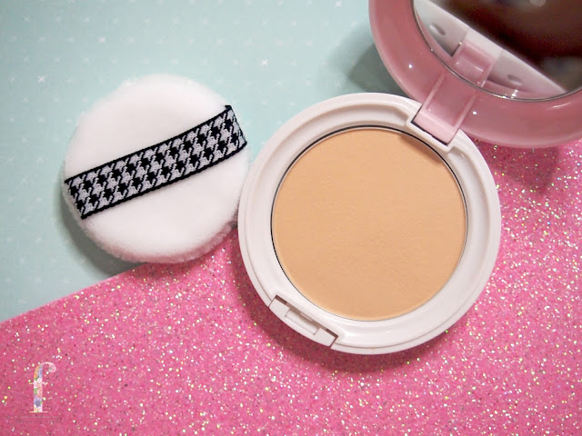 BCL Pore Cover Face Powder 4in1 Compact Clearlast in 01.    It covers pores, dark spots, dull skin perfectly well. It even brighten the complexion at one usage. The Sun protection is SPF27 PA++ a double action formula to bounce back the UVA and UVB, to protect the skin from the external damage from the sun. This compact helps to brighten the skin tone up until 10hours but for my oily skin, you still need to touch up. It also prevents dry skin where the amino acid and squalane in it act to lock the skin moisture and helps dry skin to maintain its moisture. This product is formulated with a micro fine powder where this helps to make the skin looking smooth and flawless.