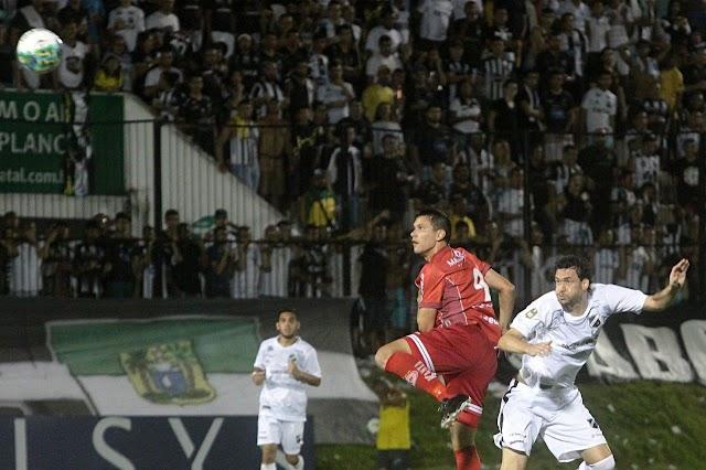Gustavo Bastos comemora vitória no Clássico Rei e acredita na classificação