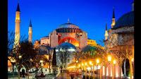 Sangat mudah untuk tersesat di Istanbul. Apakah Anda berkelok-kelok menuruni memutar, batu gang atau berjalan melalui Istanbul Grand Bazaar, tersesat akan menjadi bagian dari perjalanan Anda, dan mungkin sangat baik menjadi bagian favorit Anda. Untuk setiap gilirannya membawa Anda pemandangan lain dari Istanbul, Turkeyminaret backlit dengan Laut Marmara atau masa lalu pedagang lain yang ramah siap melayani Anda segelas kecil teh sementara ia bangga menunjukkan karpet nya. Singkatnya, tersesat adalah cara terbaik untuk benar-benar mengalami kota ini.